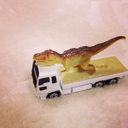 トミカ_恐竜搬送車